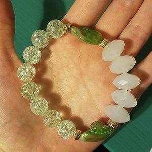 NWOT Shell & beaded stretch bracelet